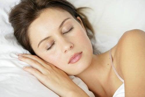 donna che dorme mentre dormiamo