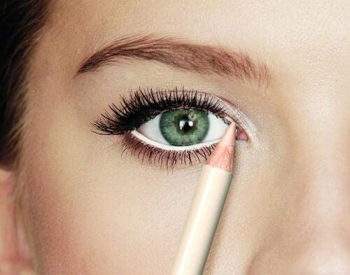 matita per sguardo più intenso