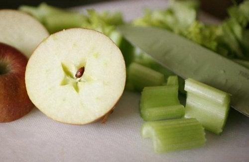 mela e sedano frullato reni