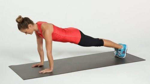 plank braccia stese gli addominali