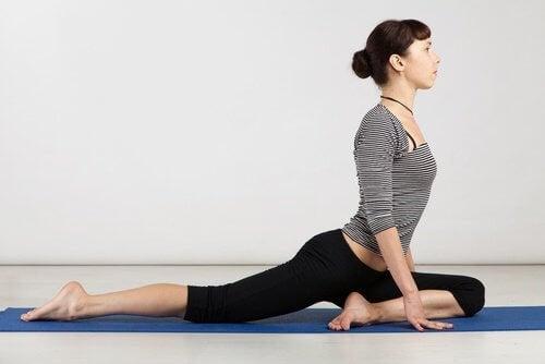 Esercizio yoga stiramento