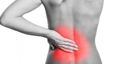 Il dolore lombare: combatterlo in modo naturale