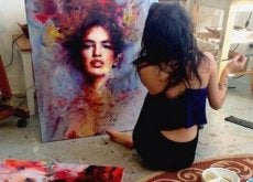 Donna che dipinge single
