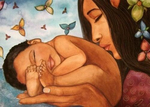 madre che bacia neonato famiglia