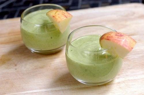 Frullato di avocado e mela