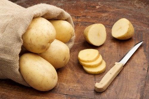 Patata cruda eliminare la ruggine