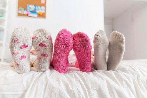 piedi con calzini