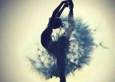 ballerina e soffione persone libere