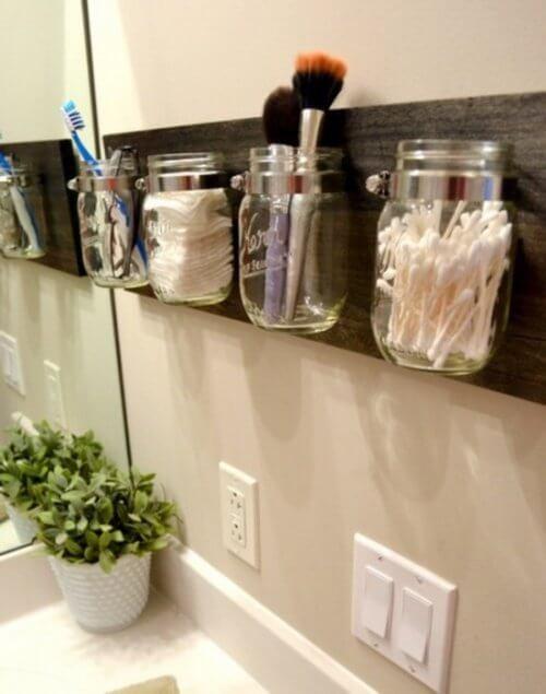 barattoli parete bagno ordinato