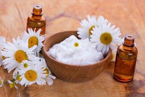 boccette e fiori crema