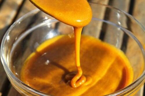 Curcuma e miele: un potente antibiotico naturale