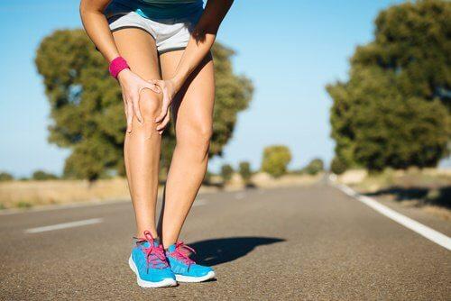dolore alle ginocchia mentre si corre