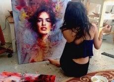 donna che dipinge per lavoro