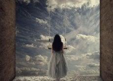 indispensabili donna-che-guarda-verso-il-cielo