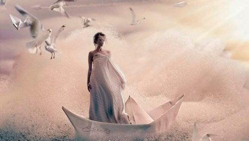 Donna su una barca