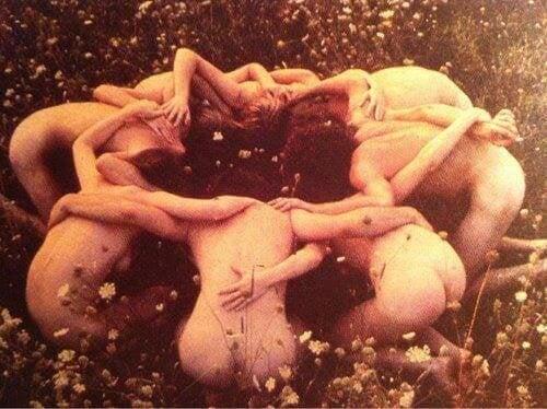 donne nude in cerchio