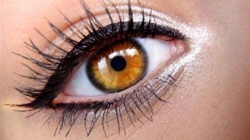 eyeliner stile greco