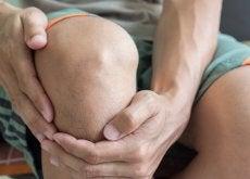 forte dolore alle ginocchia