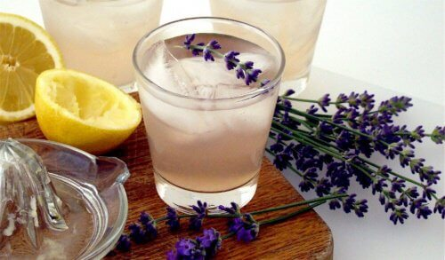 Limonata alla lavanda per calmare il mal di testa