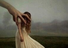 effetti dell'ansia mano che prende una donna