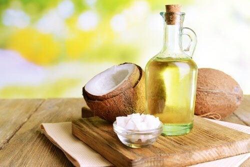 Olio di cocco per ispessire capelli