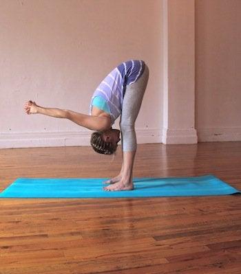 posizione yoga 1 mal di schiena