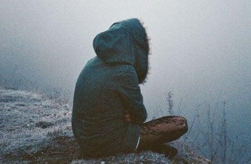 ragazza-seduta-in-solitudine-bassa-autostima