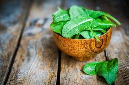 gli spinaci sono tra i migliori alimenti alcalini presenti in natura