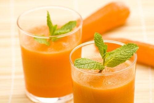8 benefici del frullato di carota