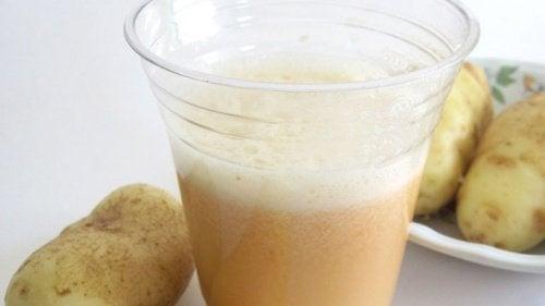 Acqua di patate capelli bianchi