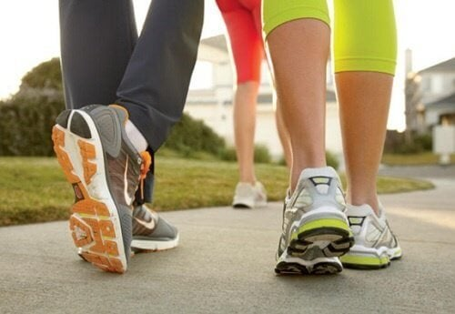 Cosa rivela il modo di camminare?