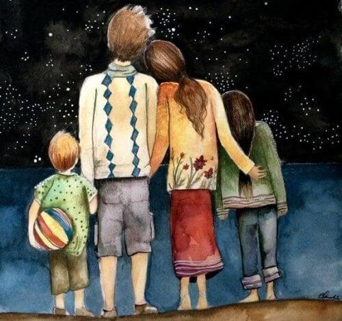 Famiglia di spalle che guarda il cielo stellato