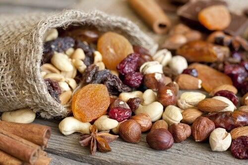 Assumere frutta secca per 7 motivi incredibili
