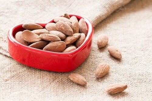 Mandorle-migliorano-la-salute-del-cuore frutta secca
