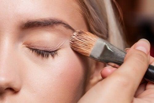 Preparare-la-base-per-il make-up