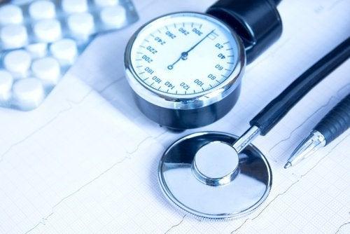 Ridurre-la-pressione-arteriosa acqua di cetriolo