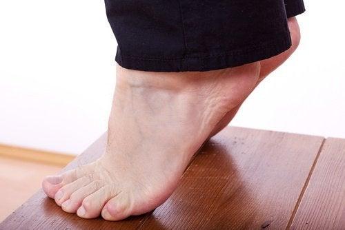 Sollevare i talloni contro le gambe flaccide