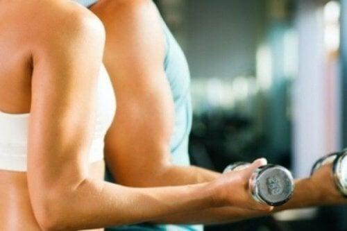 Tonificare-i-muscoli acqua di cetriolo