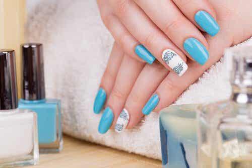 Quali sono i pericoli delle unghie finte?