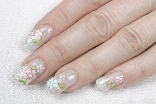 unghie finte con fiori