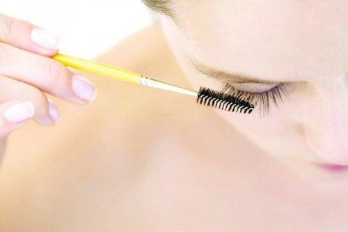 Usare-mascara-waterproof make-up