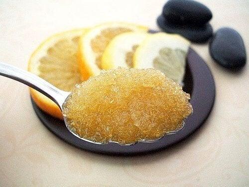 Zucchero e limone esfoliare la pelle