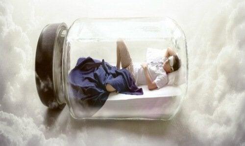 Cosa succede all'organismo quando si dorme fino a tardi?