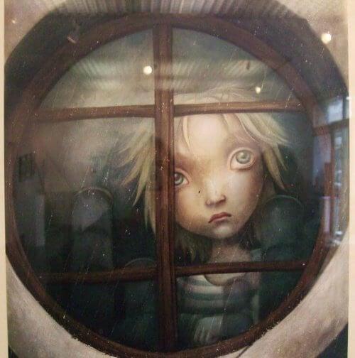 bambino triste guarda alla finestra carenze affettive