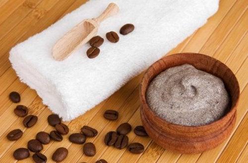 Crema di caffè e burro di cacao per le vene varicose