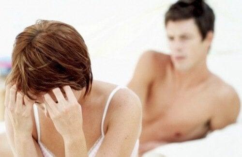 Donna dopo un rapporto sessuale doloroso