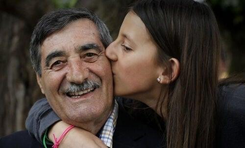 Una bambina di 11 anni salva la vita del nonno dopo un infarto