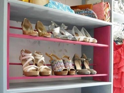 ripiani colorati per scarpe