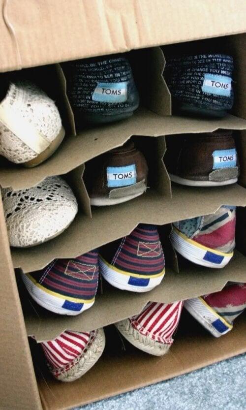 scarpe ordinate armadio