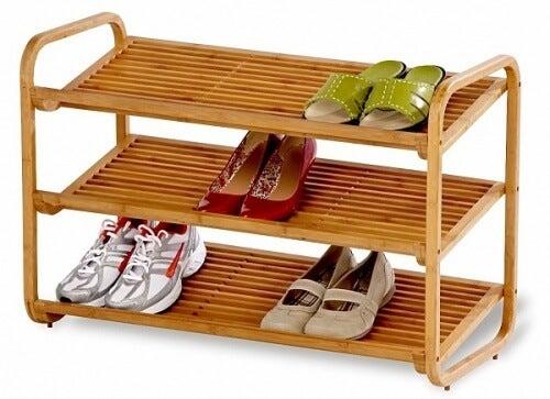 scarpe sugli scaffali